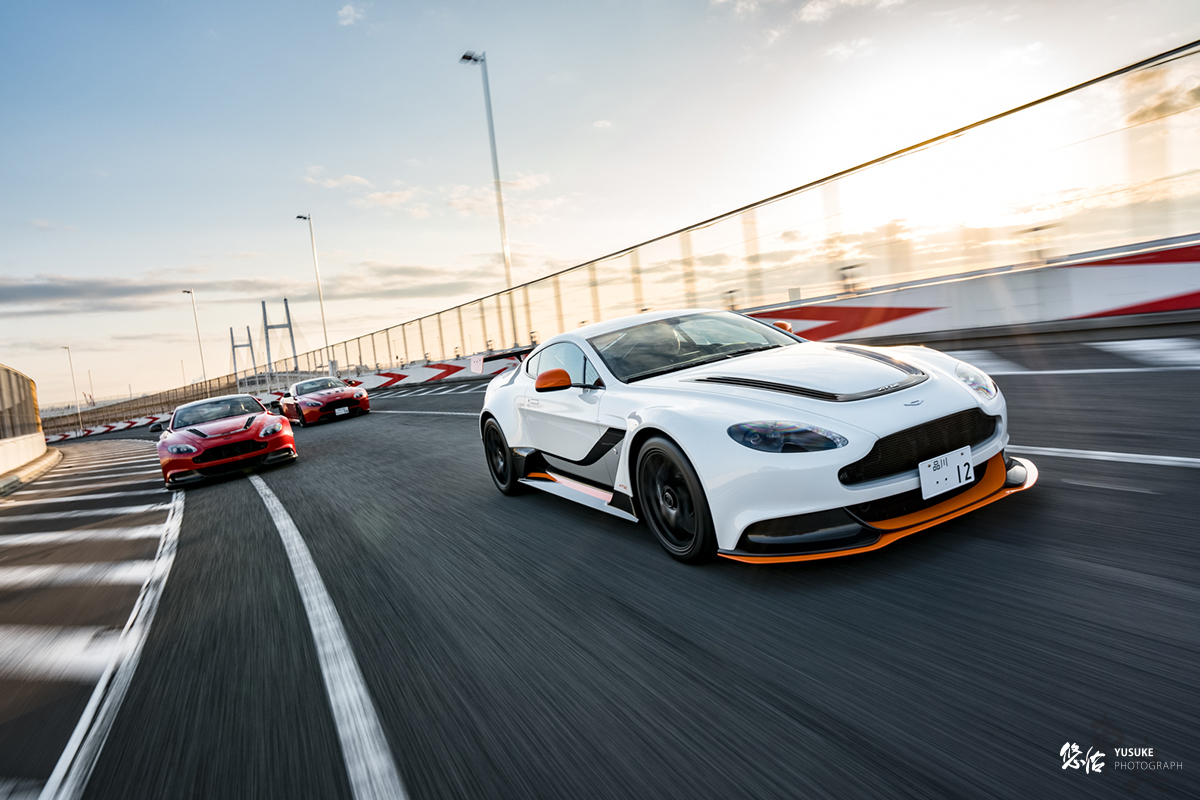 Aston Martin GT12 VS V12VANTAGE S